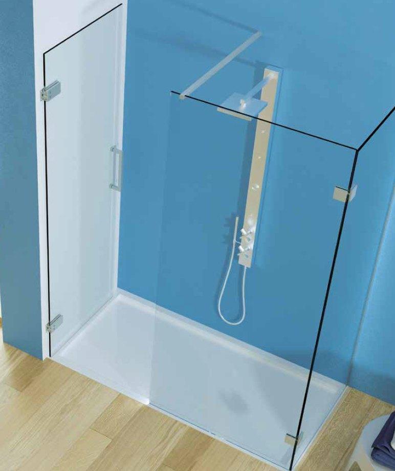 Pantový sprchový kout, dveře upevněny na stěnu, otevírání dovnitř
