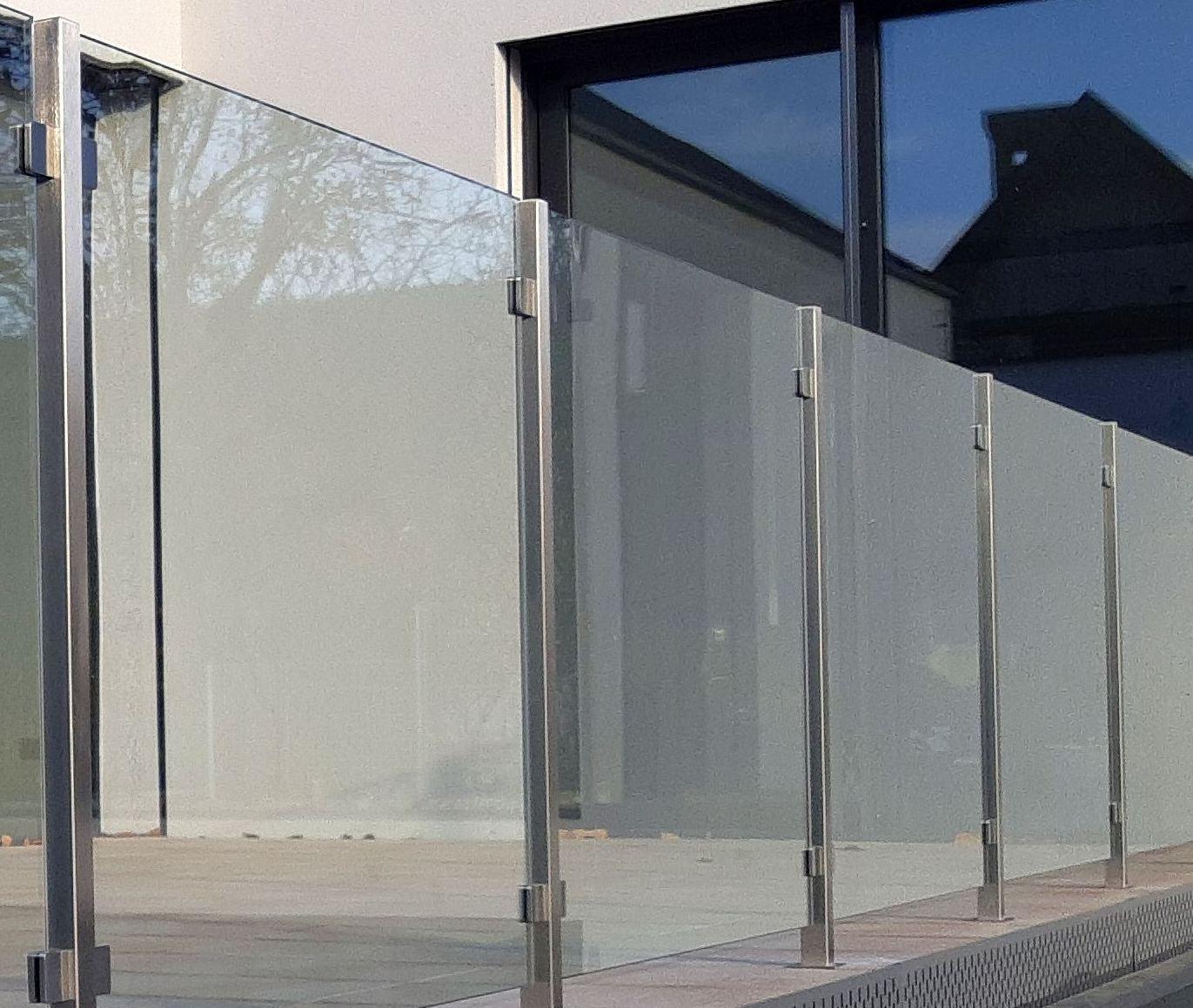 Upevnění skla pomocí bodového kování